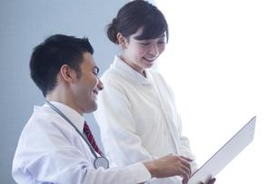 病院で働く人のポートレートの写真素材 [FYI00024025]