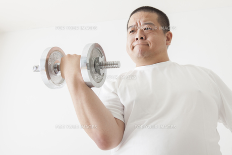 中年男性のダイエットの素材 [FYI00024033]