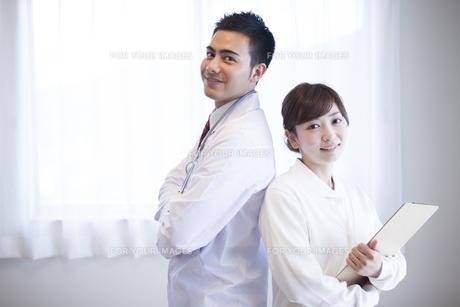 病院で働く人のポートレートの素材 [FYI00024037]
