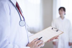 病院で働く人のポートレートの素材 [FYI00024050]