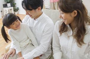団欒する家族の写真素材 [FYI00024081]