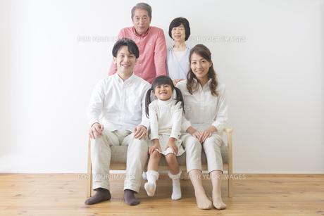団欒する家族の写真素材 [FYI00024094]