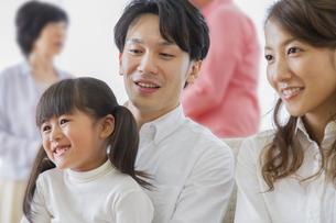 団欒する家族の素材 [FYI00024095]
