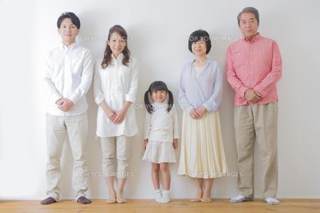 団欒する家族の写真素材 [FYI00024120]