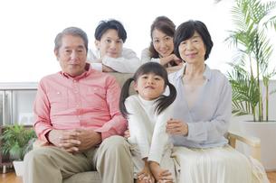 団欒する家族の写真素材 [FYI00024122]