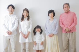 団欒する家族の写真素材 [FYI00024126]
