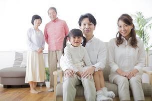 団欒する家族の写真素材 [FYI00024127]