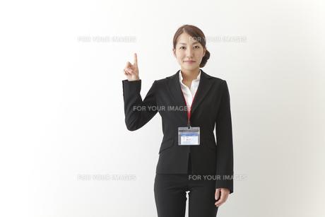 案内する女性社員の素材 [FYI00024238]