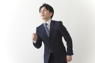 走るビジネスマンの素材 [FYI00024255]