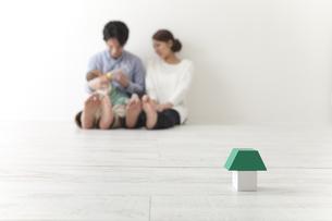 積み木と家族の素材 [FYI00024288]