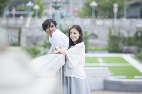 若い男女のカップルの素材 [FYI00024322]