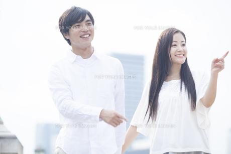 若い男女のカップルの写真素材 [FYI00024324]