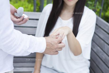 若い男女のカップルの素材 [FYI00024337]