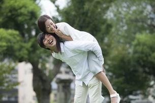 若い男女のカップルの素材 [FYI00024356]