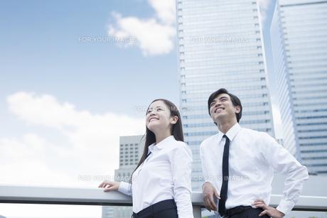 若い会社員の男女の素材 [FYI00024366]