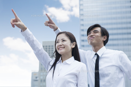 若い会社員の男女の素材 [FYI00024378]