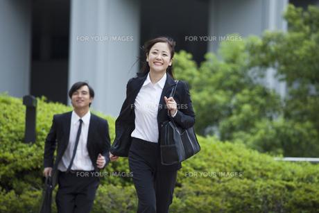 若い会社員の男女の素材 [FYI00024392]