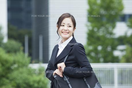 若いビジネスウーマンの素材 [FYI00024406]