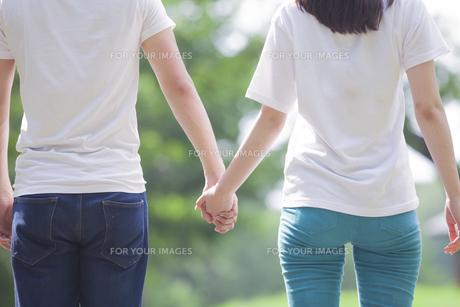 仲良しカップルの素材 [FYI00024420]