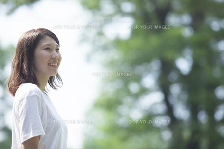 微笑む女子学生の素材 [FYI00024428]