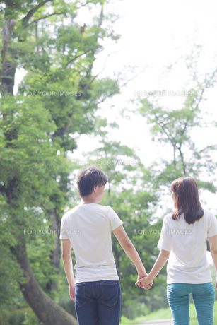 仲良しカップルの素材 [FYI00024432]