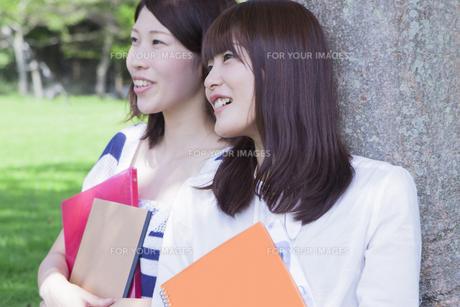 楽しげな女子学生達の素材 [FYI00024467]