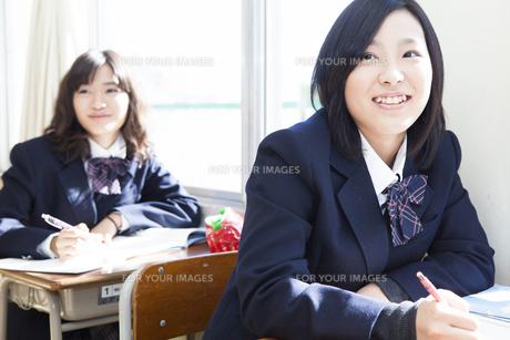 授業を受ける女子高生の素材 [FYI00024501]