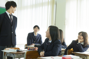 授業中の高校生の写真素材 [FYI00024502]