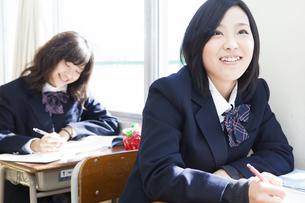授業を受ける女子高生の素材 [FYI00024518]