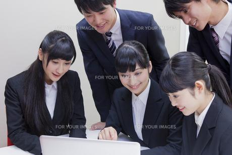 就職活動をする大学生の素材 [FYI00024529]