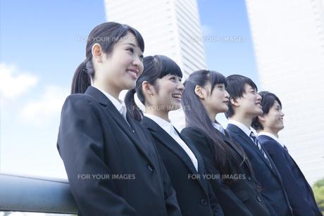 笑顔の新社会人の写真素材 [FYI00024559]