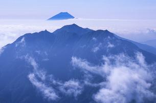 雲上の富士と地蔵岳、Fuji and Jizodake of Clouds,の写真素材 [FYI00024631]