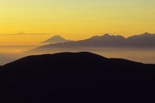 あかつきの富士遠景、Fuji distant view of Akatsuki,の写真素材 [FYI00024770]