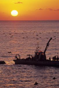 暁の漁船、Akatsuki of fishing boatの素材 [FYI00024832]