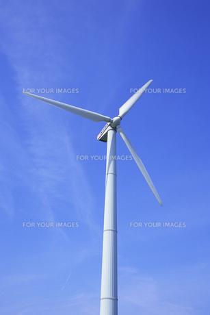 青空に白きプロペラ、White and propeller in blue skyの素材 [FYI00024861]