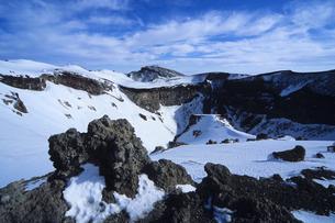 残雪の岩山、Rocky mountain of snowの写真素材 [FYI00024869]