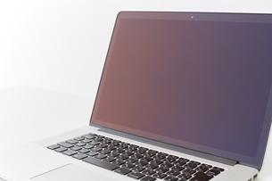 テーブルの上のパソコンの写真素材 [FYI00024952]