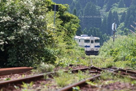 田舎の電車の素材 [FYI00024969]