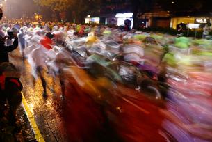 マラソンを走る人々の素材 [FYI00024994]