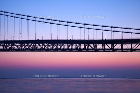 明石海峡大橋の夜明けの素材 [FYI00025084]