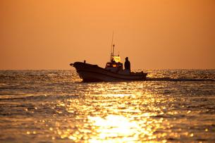 漁に出る漁船の素材 [FYI00025095]