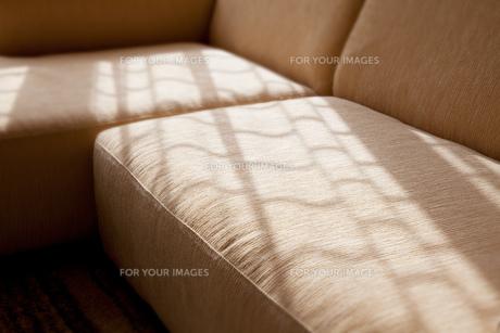窓辺のソファーの素材 [FYI00025123]