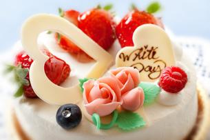 ホワイトデーケーキの写真素材 [FYI00025124]