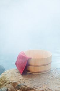露天風呂と桶の素材 [FYI00025164]