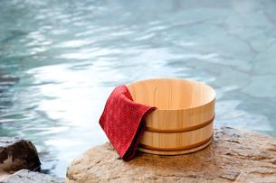 露天風呂と桶の素材 [FYI00025167]