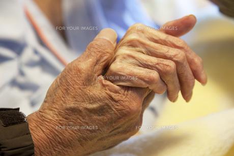 握りしめる手の素材 [FYI00025452]