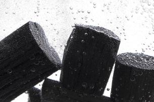 炭を使った水質浄化の写真素材 [FYI00025480]