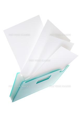 書類ケースと白紙の素材 [FYI00025591]