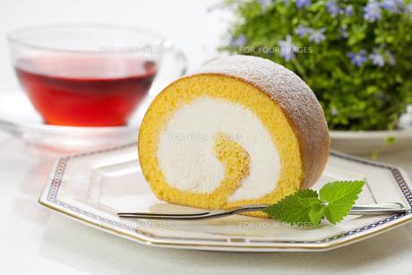 ロールケーキの写真素材 [FYI00025597]