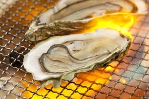 焼き牡蠣の写真素材 [FYI00025635]